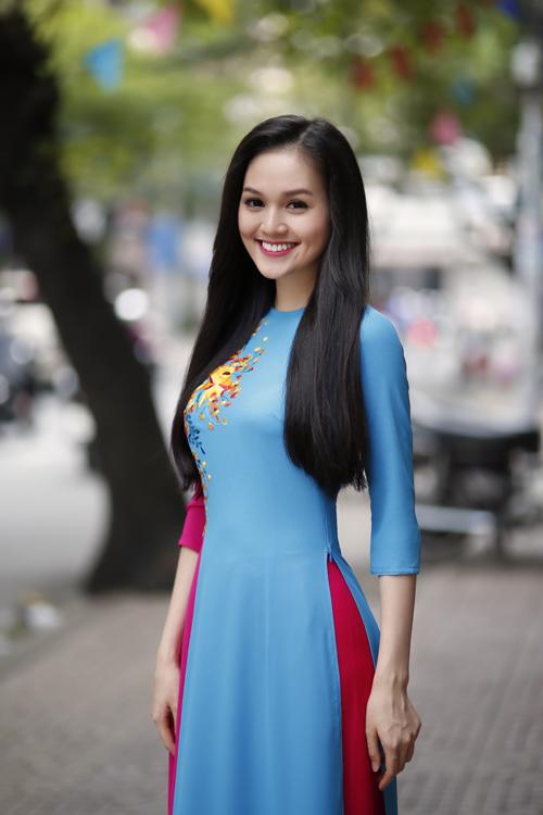 """Ngắm đôi má lúm xinh của """"bản sao"""" Hoa hậu Diễm Hương 6"""