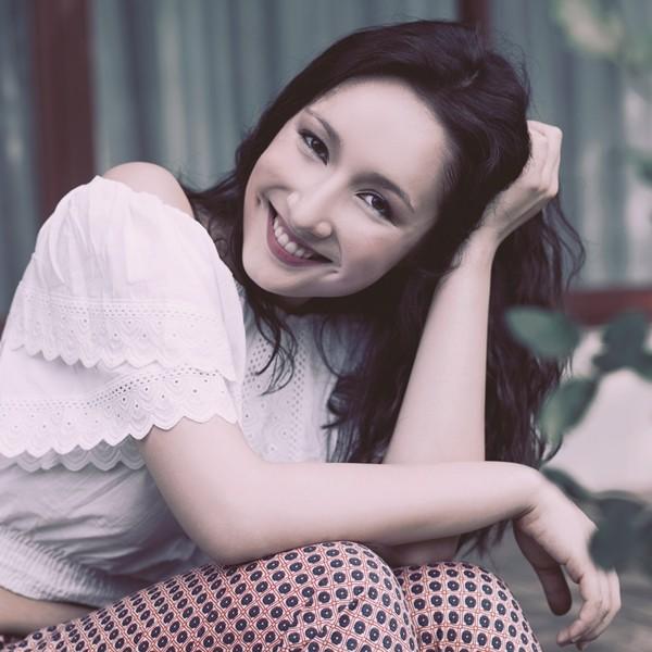 Anna Trương sở hữu má lúm đồng tiền nhỏ đáng yêu